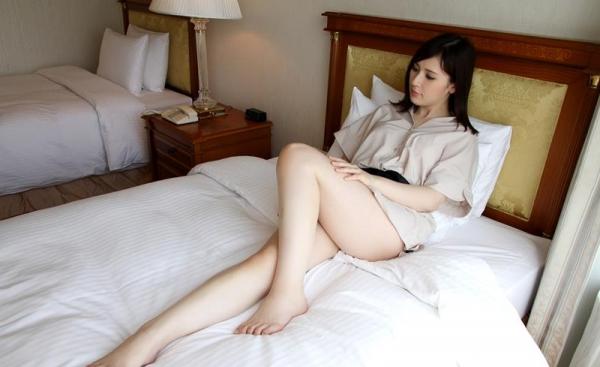皆瀬杏樹 色白美肌の三十路巨乳妻エロ画像100枚の024.jpg