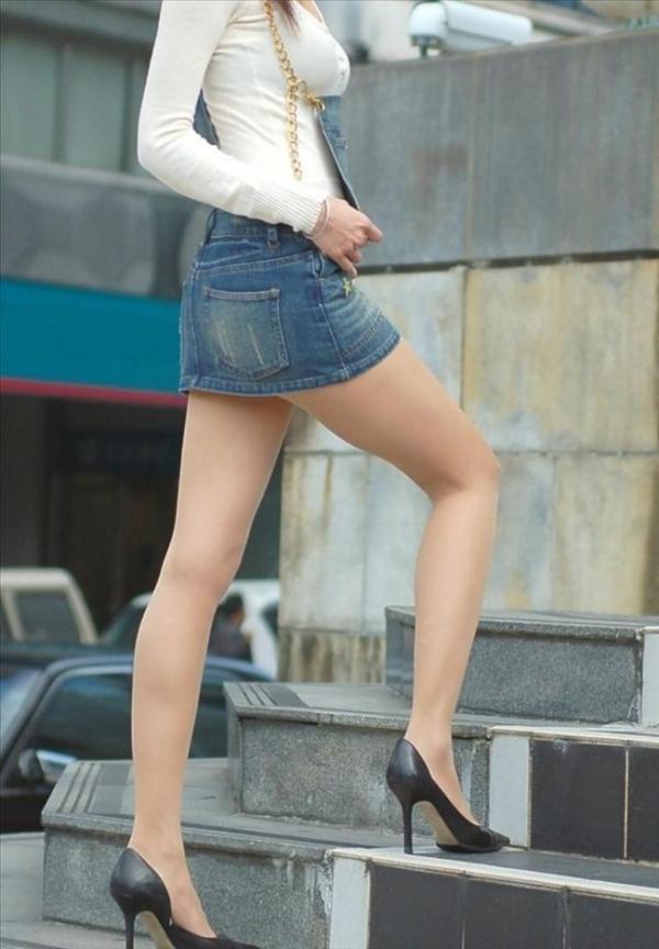 ミニスカートのエロ画像 脚もパンツも見せたがりな女90枚の003枚目