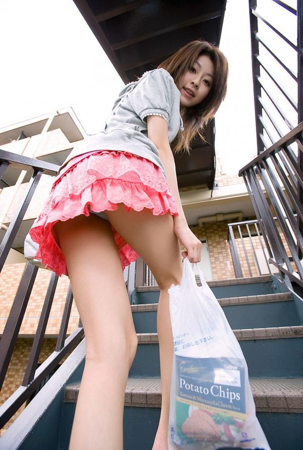 ミニスカートのエロ画像 脚もパンツも見せたがりな女90枚の007枚目