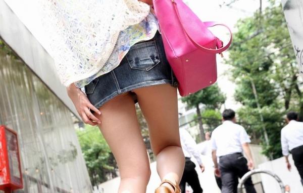ミニスカートのエロ画像 脚もパンツも見せたがりな女90枚の015枚目