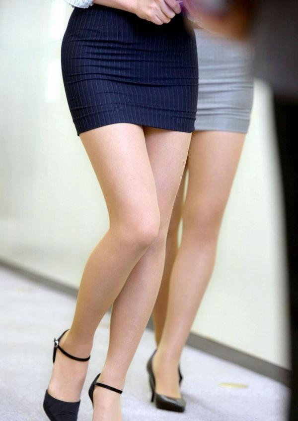 ミニスカートのエロ画像 脚もパンツも見せたがりな女90枚の019枚目