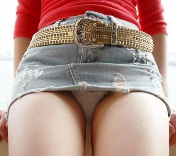 ミニスカートのエロ画像 脚もパンツも見せたがりな女90枚の048枚目