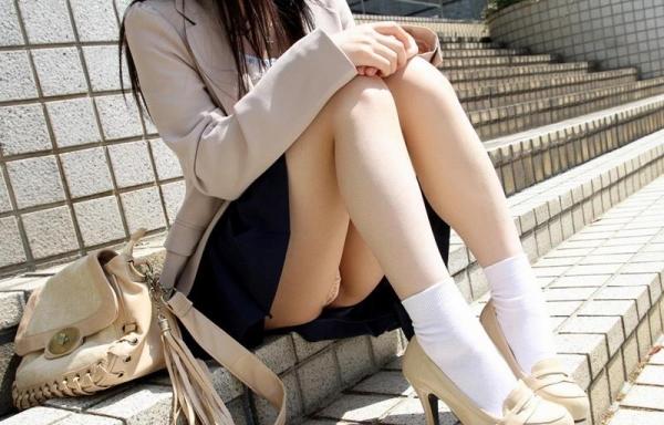 ミニスカートのエロ画像 脚もパンツも見せたがりな女90枚の054枚目
