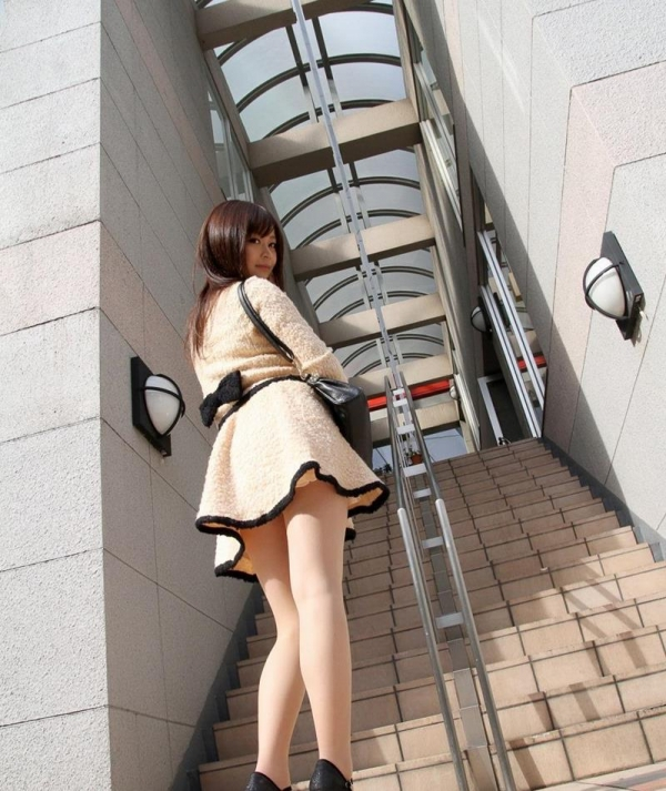ミニスカートのエロ画像 脚もパンツも見せたがりな女90枚の068枚目