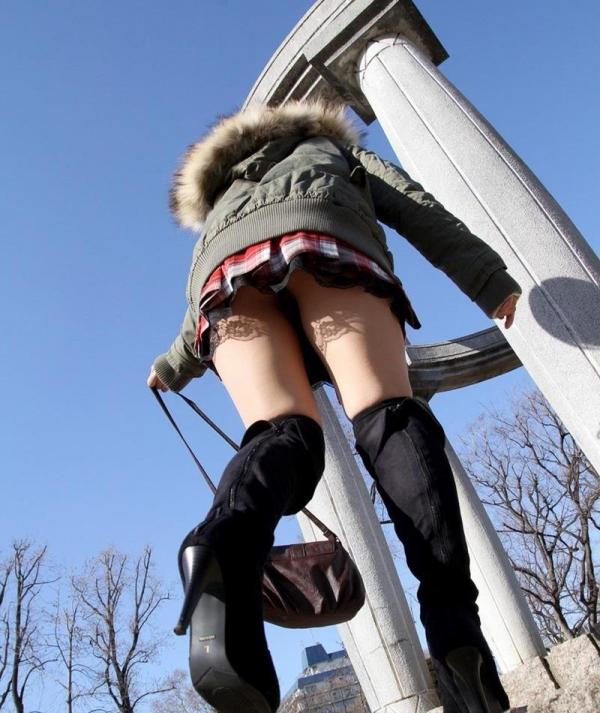 ミニスカートのエロ画像 脚もパンツも見せたがりな女90枚の071枚目