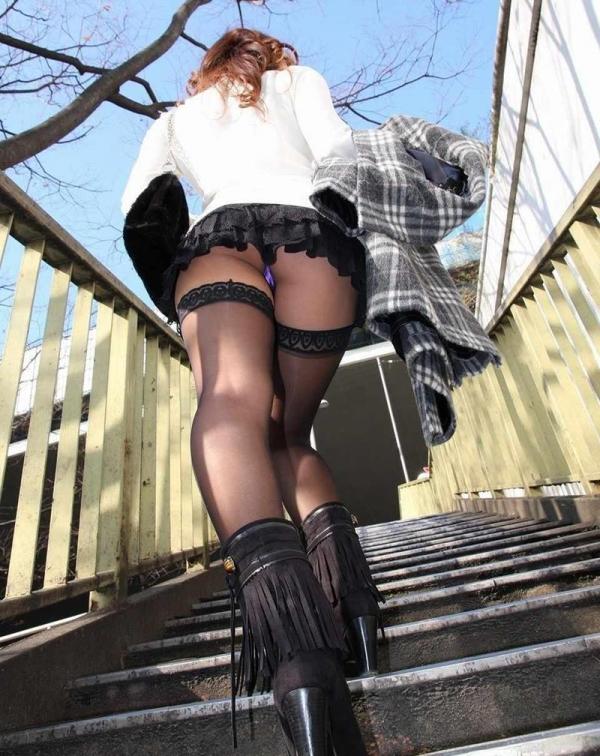 ミニスカートのエロ画像 脚もパンツも見せたがりな女90枚の072枚目
