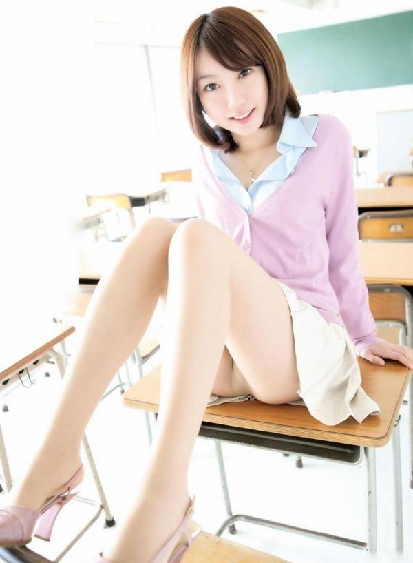 ミニスカートのエロ画像 脚もパンツも見せたがりな女90枚の087枚目