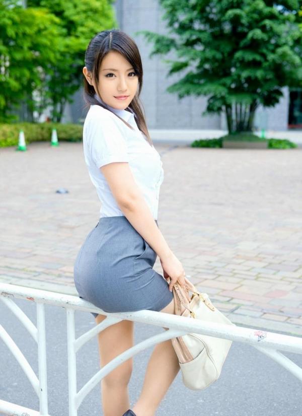 ミニスカートのエロ画像 脚もパンツも見せたがりな女90枚の089枚目