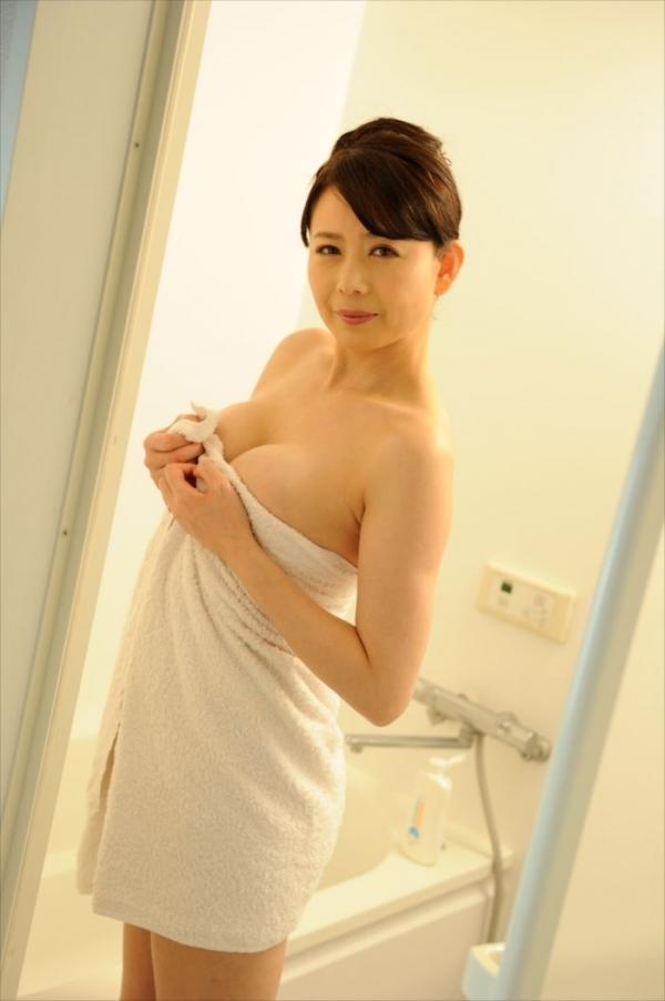 三浦恵理子(みうらえりこ)四十路の美熟女エロ画像60枚の03枚目