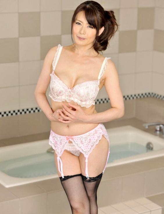 三浦恵理子(みうらえりこ)四十路の美熟女エロ画像60枚の47枚目
