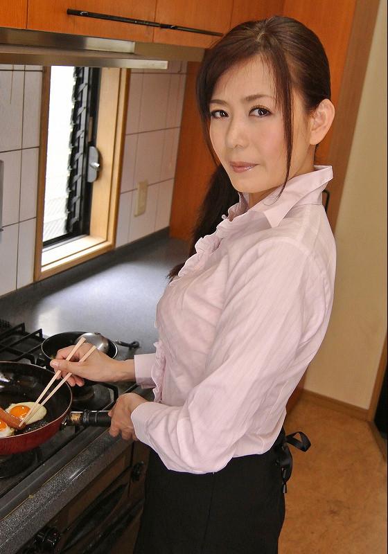 三浦恵理子(みうらえりこ)四十路の美熟女エロ画像60枚の57枚目