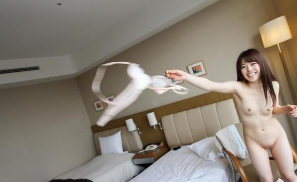 色白柔肌の美少女宮沢ちはるハメ撮り画像100枚の069枚目