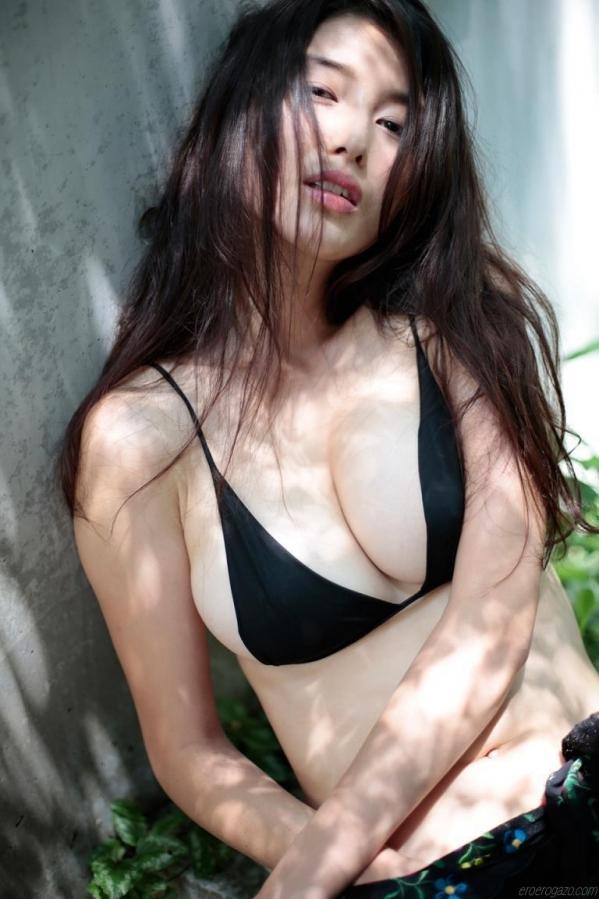 蒸し暑い夜にナイトプールで戯れたい水着美女の画像50枚の016枚目