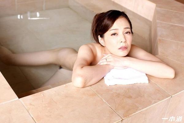 色気をプンプン醸し出す人妻 水原梨花が不倫温泉旅行 エロ画像26枚の08枚目
