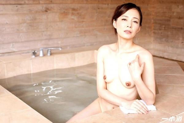 色気をプンプン醸し出す人妻 水原梨花が不倫温泉旅行 エロ画像26枚の09枚目