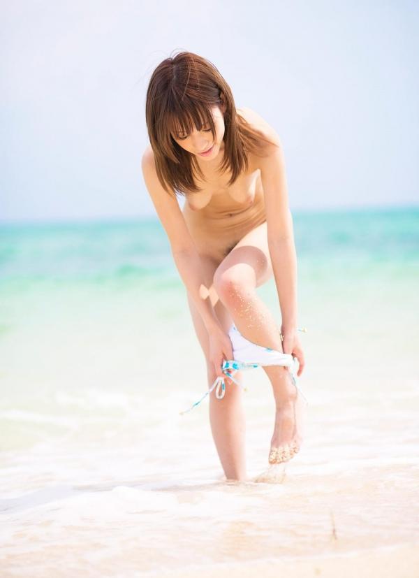 桃乃木かな ビーチで密毛露わヌード画像100枚の039番
