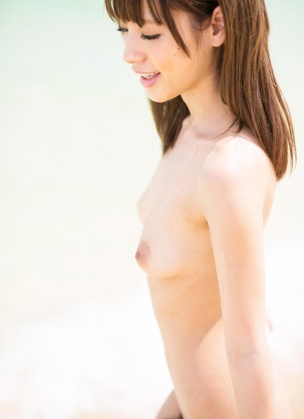 桃乃木かな ビーチで密毛露わヌード画像100枚の040番