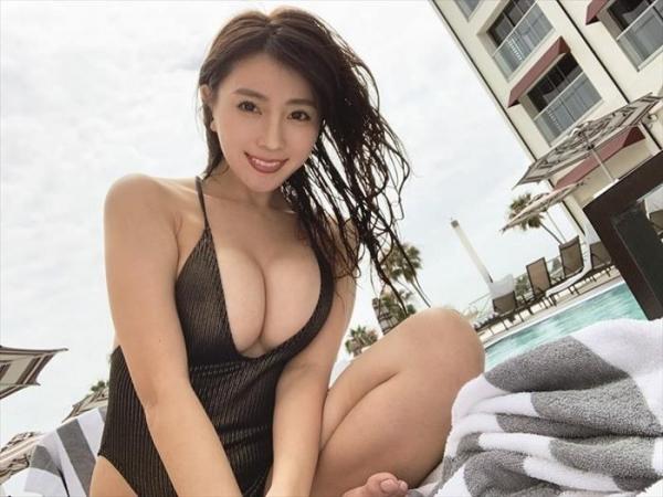 森咲智美 美巨乳クビレ美尻の不適切女子エロ画像78枚a18枚目