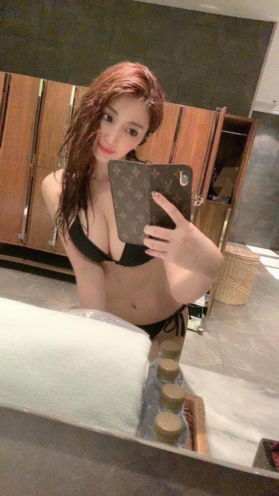 森咲智美 美巨乳クビレ美尻の不適切女子エロ画像78枚a26枚目