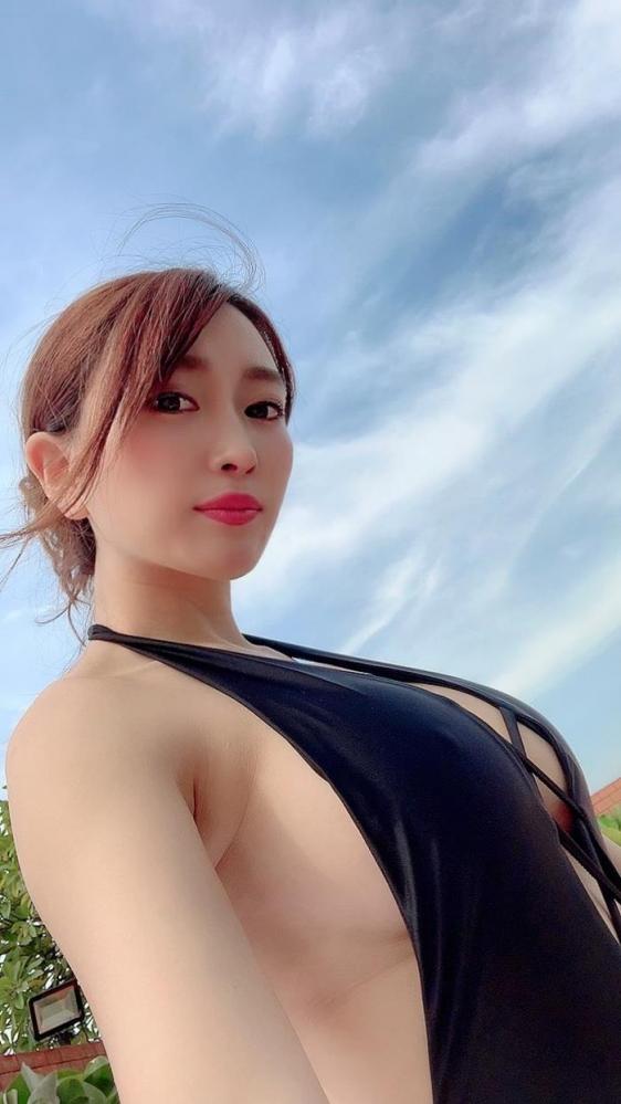 森咲智美 美巨乳クビレ美尻の不適切女子エロ画像78枚a27枚目