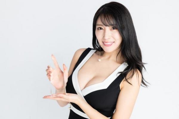 どエロいお姉さん、森咲智美が『グラビア・オブ・ザ・イヤー』2連覇a26枚目