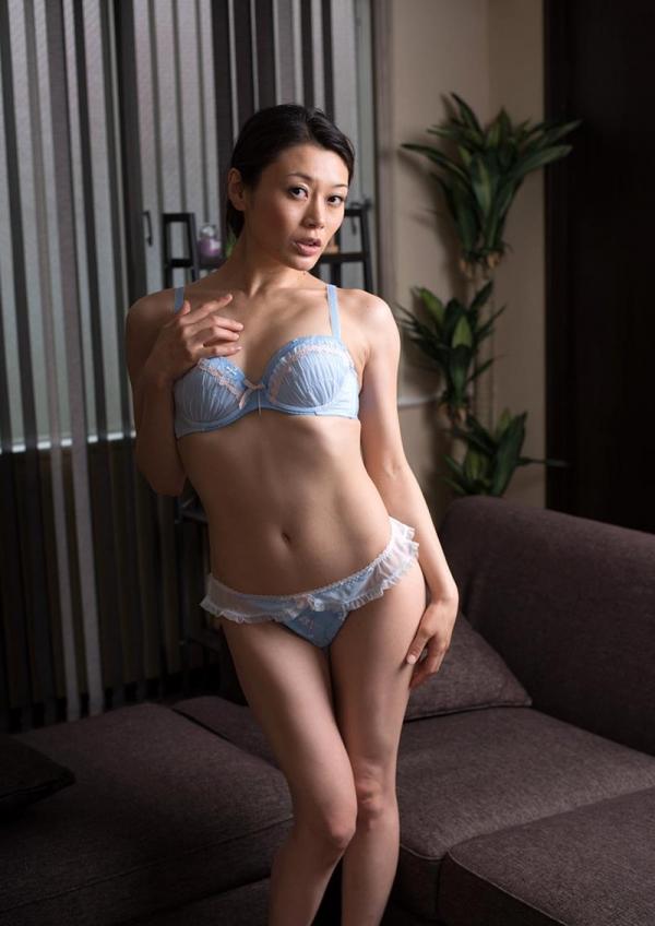 童貞食いの貧乳熟女筆おろし画像 中島京子110枚の096枚目