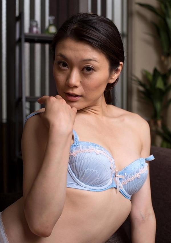 童貞食いの貧乳熟女筆おろし画像 中島京子110枚の097枚目