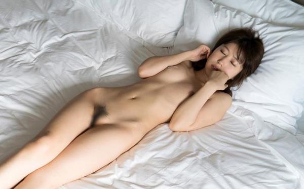 七瀬萌 清潔感溢れるスレンダー美人エロ画像53枚のb33枚目
