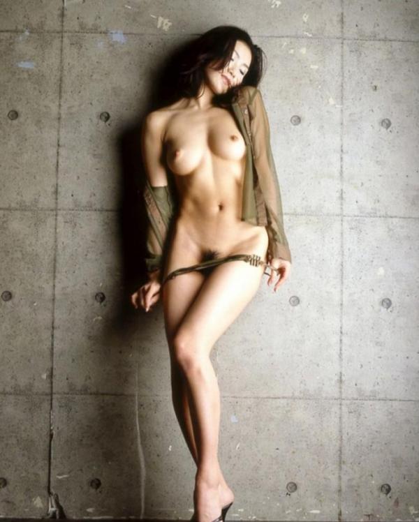 美女のおへそや綺麗にくびれたウェストの画像70枚の63枚目