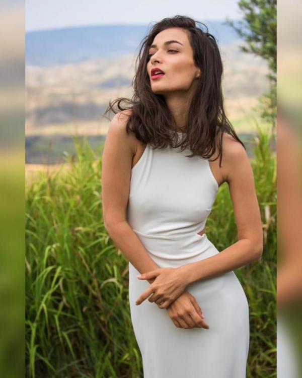 Naya Mamedova(ナヤ マメドヴァ)ロシアの人気モデル2穴同時挿入のハメ撮り画像が流出!33枚の21枚目
