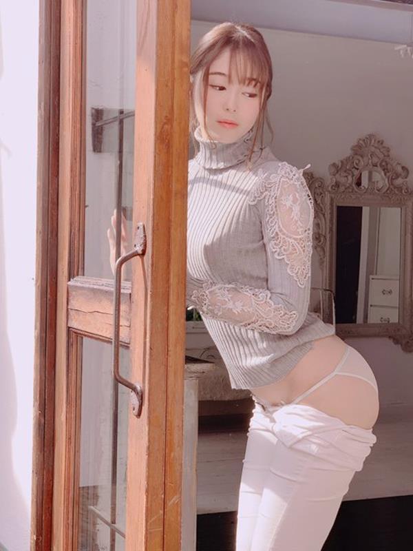 新名あみん 小顔でスレンダーな純白巨乳の美少女エロ画像47枚のa03枚目