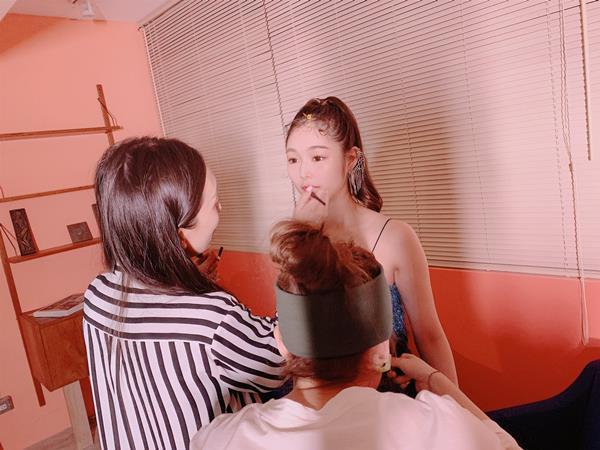 新名あみん 小顔でスレンダーな純白巨乳の美少女エロ画像47枚のa21枚目