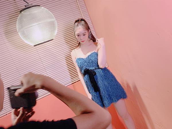 新名あみん 小顔でスレンダーな純白巨乳の美少女エロ画像47枚のa22枚目