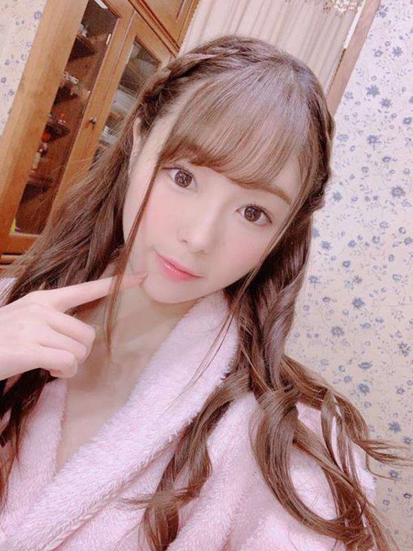 新名あみん 小顔でスレンダーな純白巨乳の美少女エロ画像47枚のa23枚目