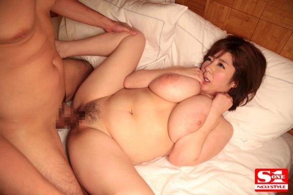 爆乳美女達の交わる体液、濃密セックス エロ画像44枚のb007枚目