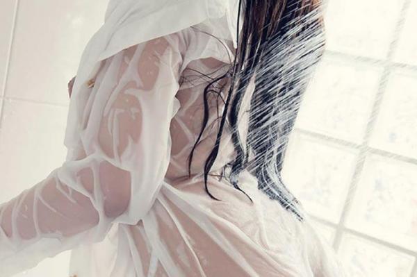 びしょびしょに濡れた美女 濡れフェチエロ画像70枚の004枚目