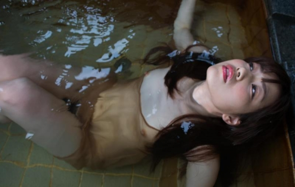びしょびしょに濡れた美女 濡れフェチエロ画像70枚の027枚目