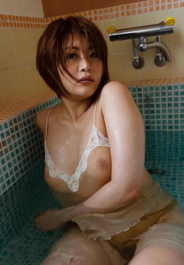 びしょびしょに濡れた美女 濡れフェチエロ画像70枚の046枚目