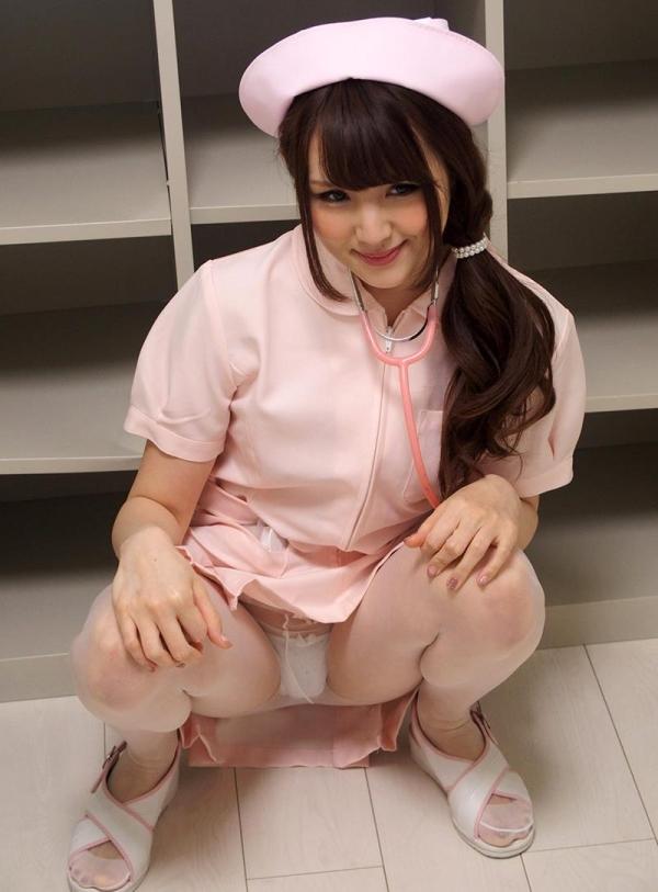 ナースエロ画像 ピンク色の白衣を着たエッチな看護師さん40枚の001枚目