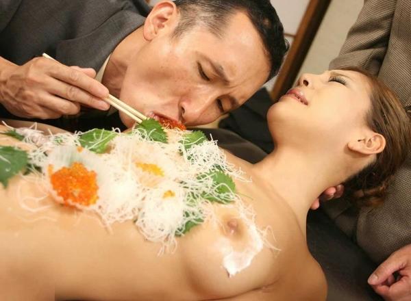 女体盛り画像 新鮮な海の幸を裸体とともに頂く変態の宴30枚の007枚目