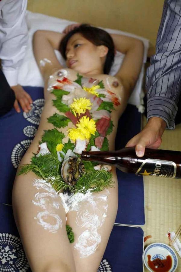 女体盛り画像 新鮮な海の幸を裸体とともに頂く変態の宴30枚の016枚目