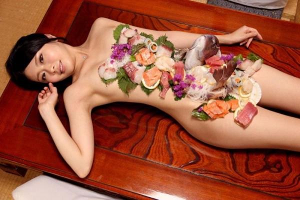 女体盛り画像 新鮮な海の幸を裸体とともに頂く変態の宴30枚の018枚目