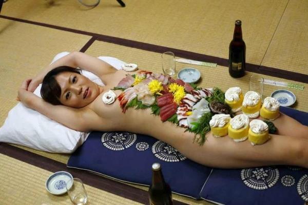 女体盛り画像 新鮮な海の幸を裸体とともに頂く変態の宴30枚の019枚目