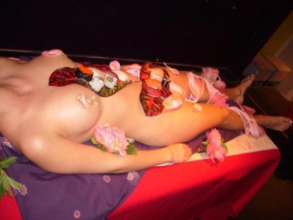 女体盛り画像 新鮮な海の幸を裸体とともに頂く変態の宴30枚の026枚目