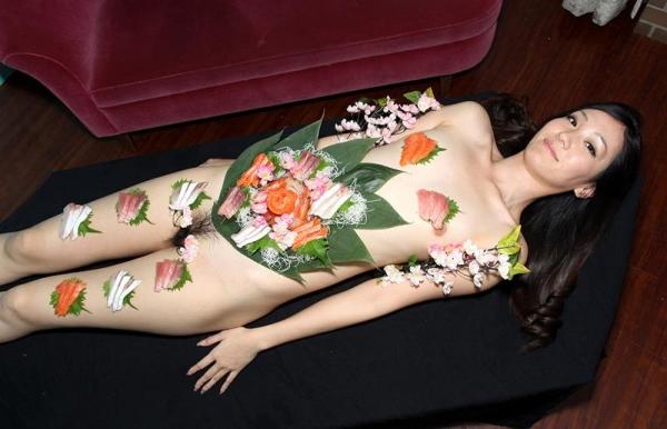 女体盛りエロ画像 ピンクコンパニオンと楽しむグルメなお座敷遊び!28枚のa002枚目