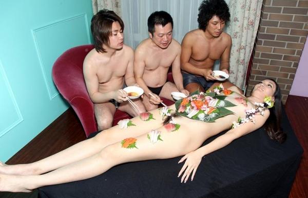 女体盛りエロ画像 ピンクコンパニオンと楽しむグルメなお座敷遊び!28枚のa004枚目