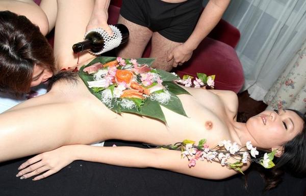 女体盛りエロ画像 ピンクコンパニオンと楽しむグルメなお座敷遊び!28枚のa005枚目