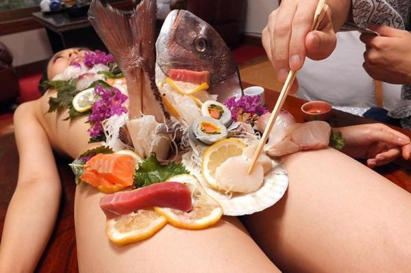女体盛りエロ画像 ピンクコンパニオンと楽しむグルメなお座敷遊び!28枚のc006枚目
