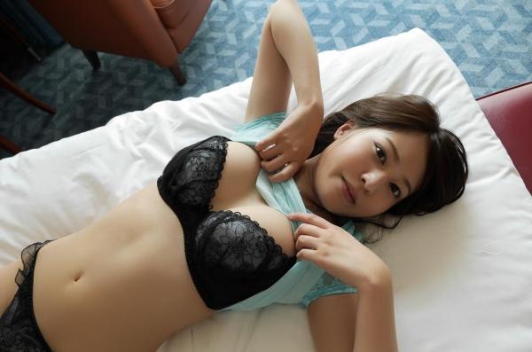 荻野舞 むっちり美女中出しセックス画像100枚の037枚目