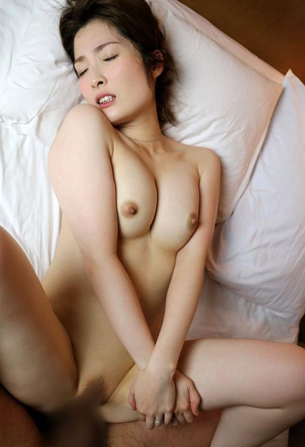 本庄優花(及川朋子)透き通る様な美白肌を持つ人妻のエロ画像60枚の058枚目